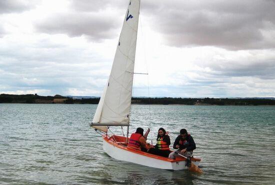 Navegando a vela en Alcaniz. Teruel