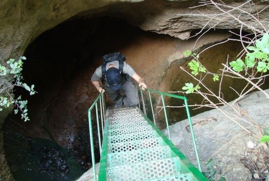 Bajando hacia le cueva de los depositos de Valdoria