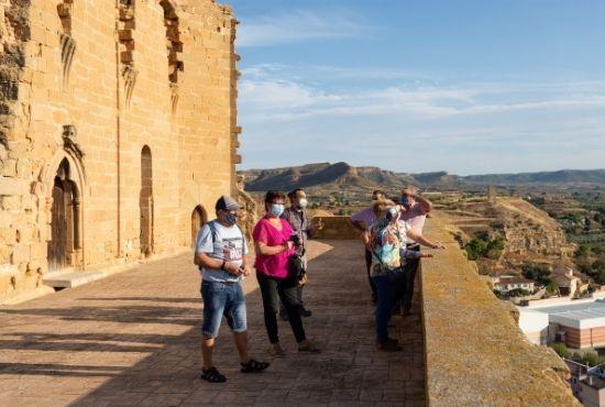 Grupo observando Albalate del Arzobispo
