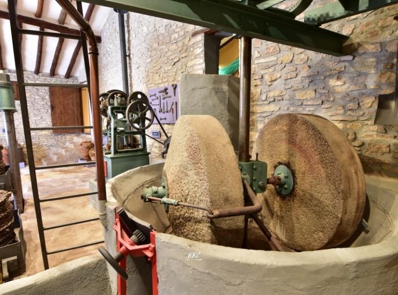 Antiguo molino de piedra museo Alacón
